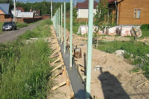 Кованые заборы и ворота (село Салтыково Раменского района Московской области)