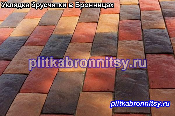 Укладка тротуарной плиткой брусчатка на даче в Бронницах