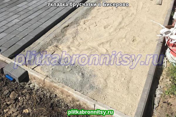 Укладка брусчатки вибропресс в Раменском районе (село Бисерово)
