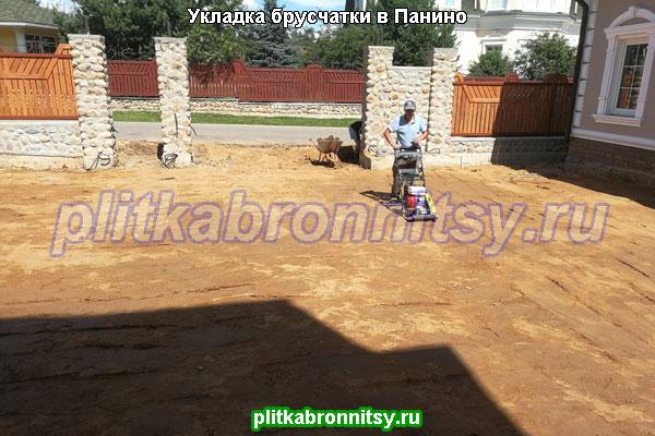Подготовка к укладке брусчатки: трамбовка песка